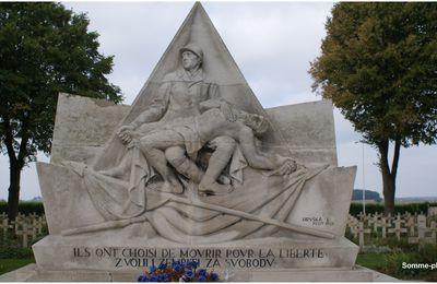 NEUVILLE SAINT VAAST (62): cimetière tchécoslovaque et monument polonais