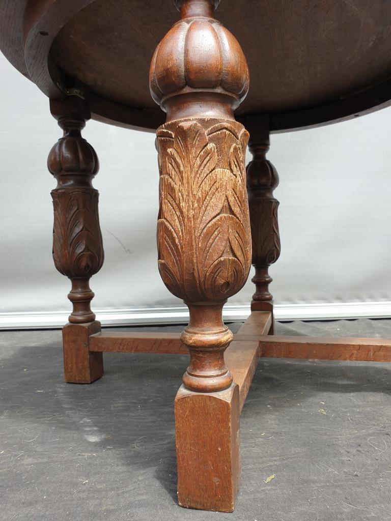 Table bureau d'armateur pieds balustre et rose des vents, style renaissance XIXe  - 180 euros