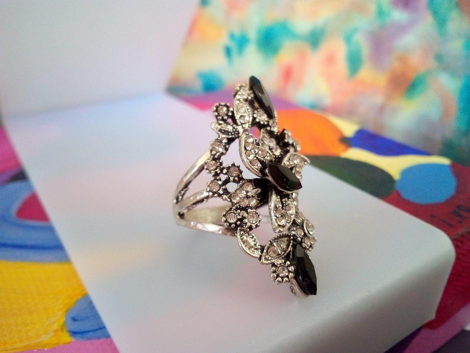 bague argent tibetain avec strass cristal noir et diamant gris fleuri marquise,anneau ferme taille 53 fr,cadeau fate anniversaire noel,st valentin,bijou baroque rococo,victorien boheme gothique