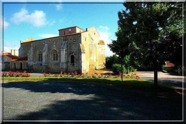 Diaporama église fortifiée de Thiré