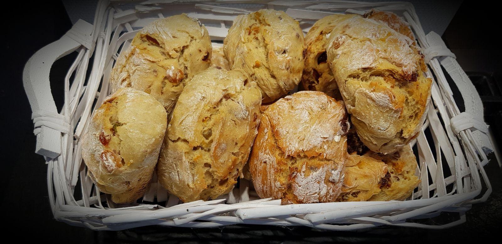 Petits pains aux fruits secs et fruits à coques