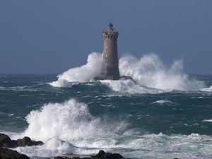 Ecume sur le phare du Four ( Nord Finistère- Bretagne)