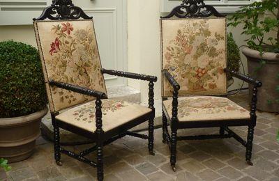 Paire de fauteuils, bois noirci et tapisserie, époque Napoléon III