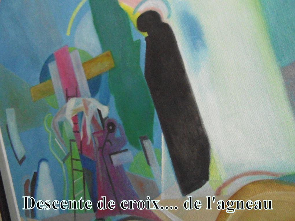 """Un artiste de Saintes, désirant conserver l'anonymat, mais nous le nommerons """" J-M """"nous a permis de cliquer en son atelier, couloir et espaces  de vie.....  Secret sur une photo: Le tableau """" Le Caravage """" ci-après est une reproduction unique. En effet celui-ci a été détruit lors du bombardement de Berlin et l'artiste saintais l'a reconstitué à partir d'une photo noir et blanc, en y réinsérant les couleurs classiques des œuvres du Caravage."""