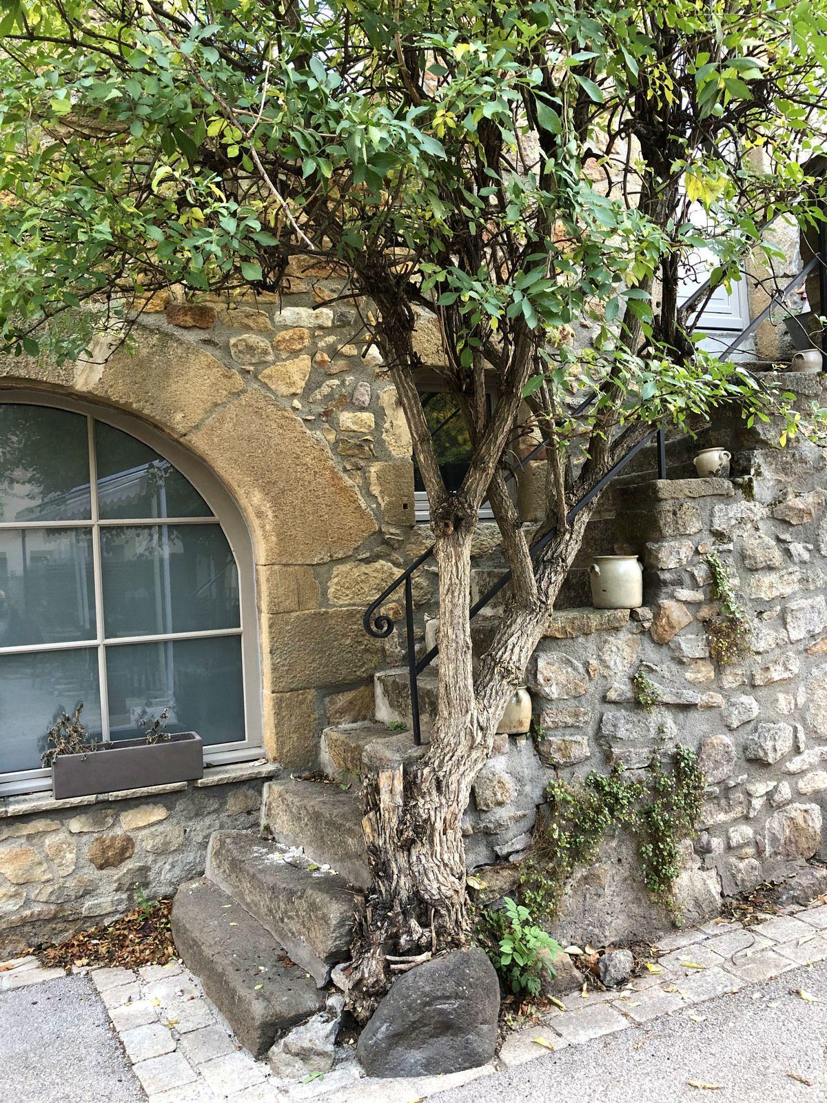 Le temps d'une journée et d'une nuit à Montpeyroux, l'un des Plus beaux Villages de France