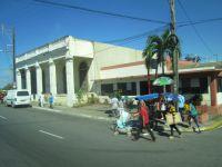 Sortie de La Havane pour prendre prendre l'autoroute A4. Un arrêt pour pause touristique du côté de Los Palacios puis arrivée à Pinar del Rio
