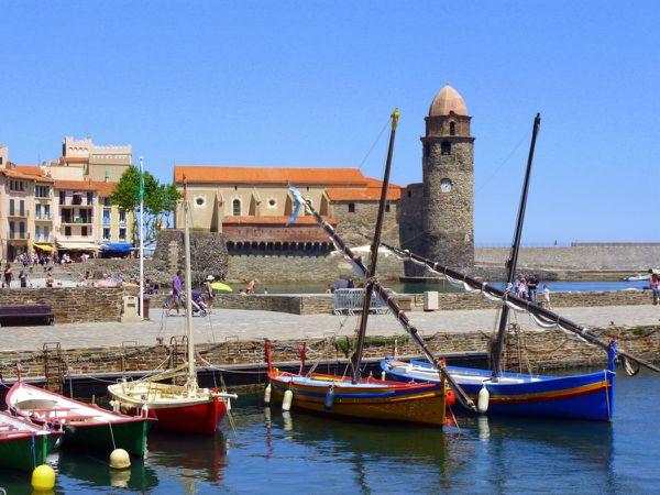 Les barques catalanes appelées «llaguts» ou « sardinals » sont indissociables de l'histoire et du paysage de Collioure (mai 2014, images personnelles)