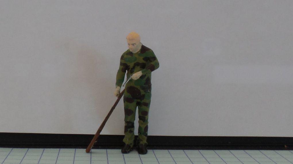 Gendarmes à l'exercice sur un pas de tir  (1/43 - par Marc L.) 