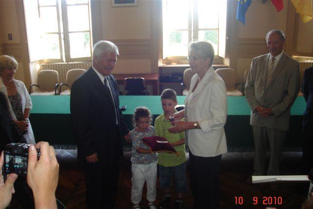 Remise de l'Ordre Nationale du Mérite à Orthez. Le Président ARRIBOT avec Jean-Claude SELLES BROTONS