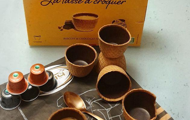 Tu bois ton café/thé et tu manges ta tasse Tassiopée