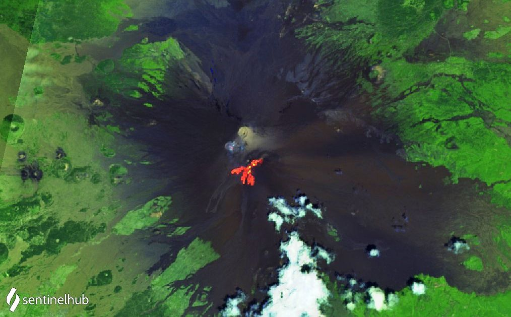 Etna- summit craters and lava flows of the SEC - image Sentinel-2 bands 12,11,4 di 18.06.2021