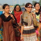 Jeunes chrétiennes et hindoues