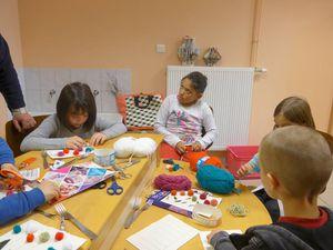 Atelier pompon à la Bibliothéque de La Chapelle-aux-Bois