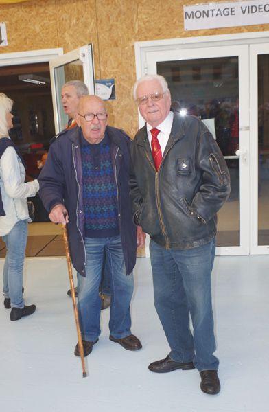 """Dans ce petit diaporama, les """"Moustachus"""" se retrouvent. Sur la première photos Messieurs Jean Claude Estrier à droite et Jacques Audrain, ancien pilote largueur de l'aéro-club du Havre agé de 90 ans."""