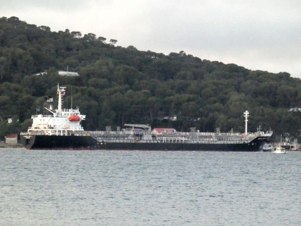 ORIENTAL PROTEA , entrant en petite rade Toulon et se dirigeant vers le poste du Lazaret le 20 novembre 2019