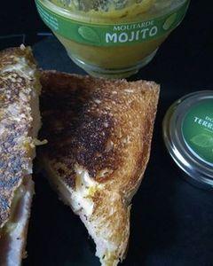 Mon croque monsieur gourmand avec sa touche Alsacienne  chèvre frais jambon et moutarde au Mojito du Domaine Des Terres Rouges .