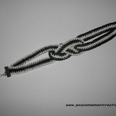 Bracelet au crochet noir et blanc