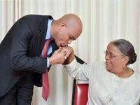 Martelly et Mme Manigat au moment de la campagne électorale. Martelly et Evans Paul , son Premier ministre. Martelly et Manigat, son ministre de l'Education nationalel.