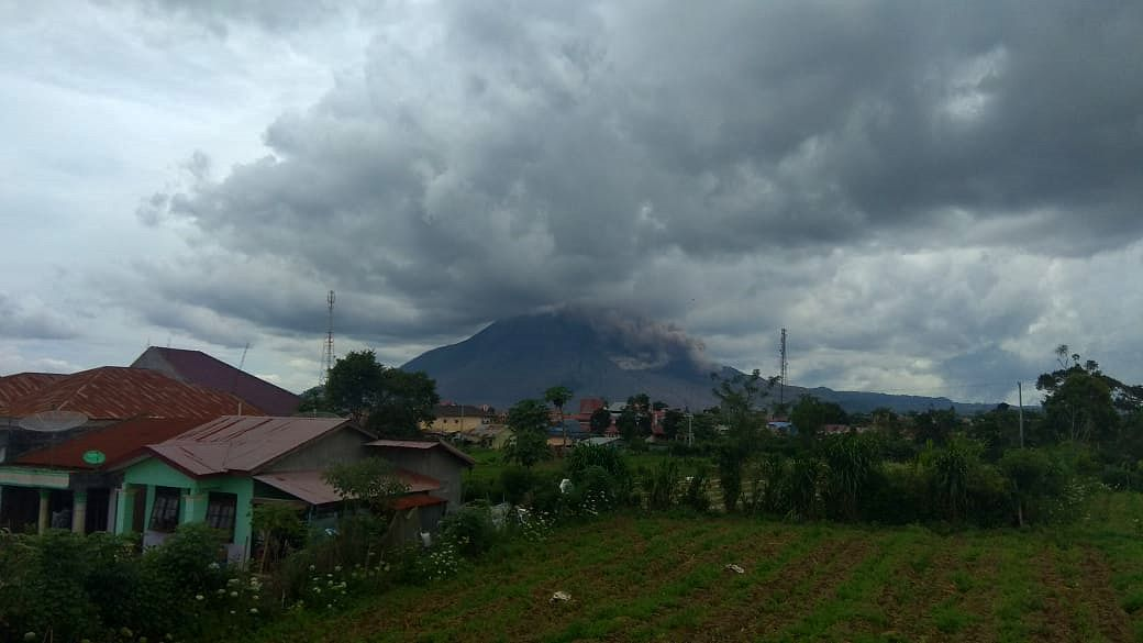Sinabung - Pyroclastic flow of 1000 m. on 15.10.2020 / 13h17 WIB - Doc. PVMBG