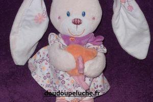 Doudou lapin musical, rose violet blanc, oiseau orange, Tex baby Carrefour, www.doudoupeluche.fr