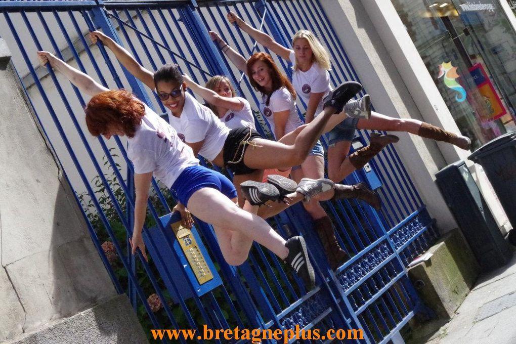 Suite à l'ouverture d' une école de Pole Dance, à Rennes. Pour promouvoir cette ouverture, se déroulait ce samedi 21 septembre, un Street Pole, dans les rues de Rennes
