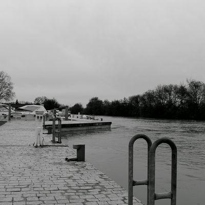 En flânant sur le port fluvial
