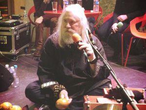 stefan lakatos, un percussionniste suédois qui fut initié aux techniques de percussion employées par moondog