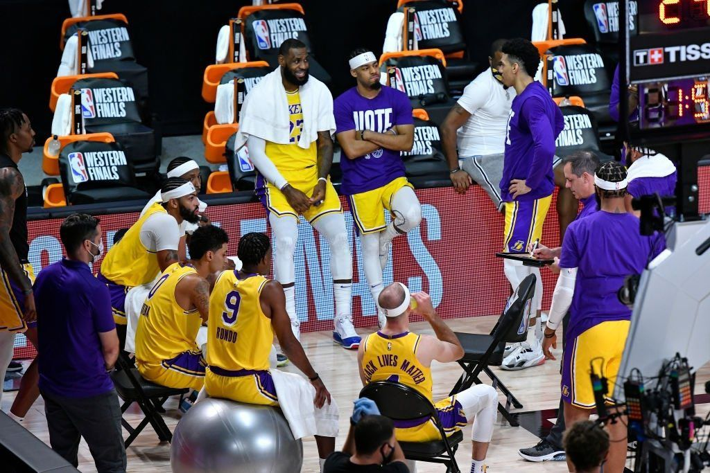 Les Lakers frappent fort d'entrée contre Denver (1-0)