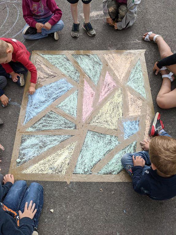 l'accueil de loisirs bat son plein, 250 enfants inscrits pour l'été, le thème principal tourne autour de l'art sous toutes ses formes: l'art culinaire, l'art visuel, l'art de vivre etc; les enfants découvrent et s'appliquent à la façon de ... des couleurs, des formes , des odeurs et du goût, du plaisir pour tous les sens ... Un point noir dans nos journées pour le moment : où est le soleil???
