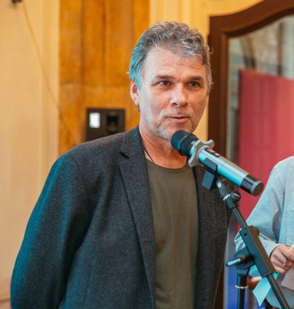Nicolas Kurtovich lors de la remise de son Prix, Frédéric Ohlen était absent du pays pour l'évènement, Photo de l'association Ecrie en Océanie