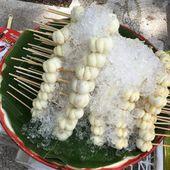 Des brochettes de mangoustans - Gourmandise du jour (19-09) - Noy et Gilbert en Thaïlande