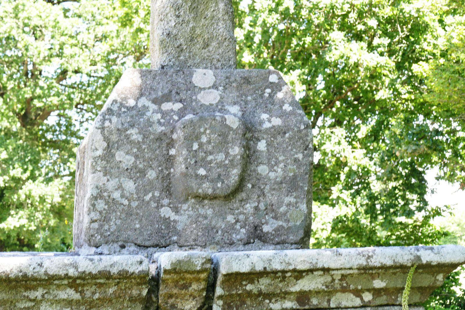 Calvaire, (kersanton, XVIe siècle), de la chapelle de La Magdeleine , Briec-sur-Odet. Photographie lavieb-aile juin 2021.