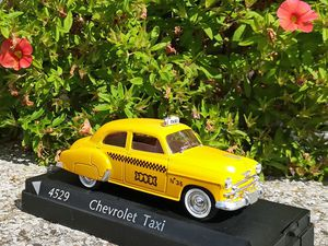 "Tucker 1948 - Cadillac ""séries 62"" coupé de ville 1952 - Ford Fairline 1956 - Chevrolet taxi 1952"