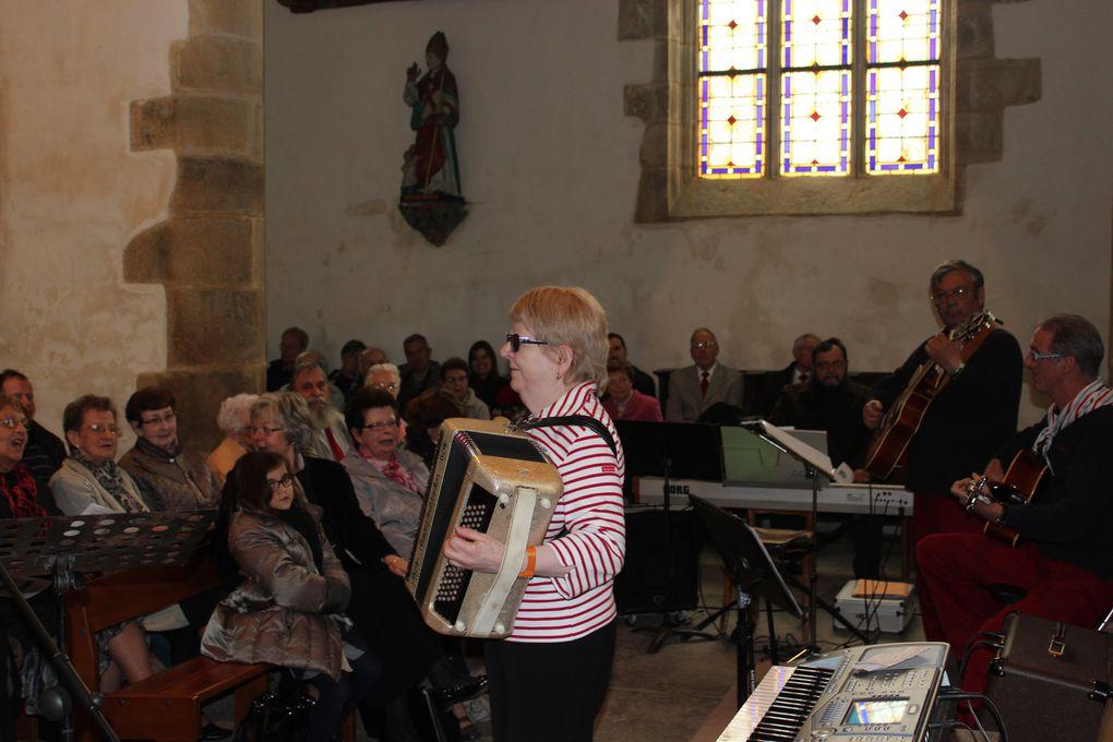 quelques photos prélevées de l'album réalisé par la chorale les voix du van lors du concert donné avec la chorale de la côte des légendes à Landerneau le 28 avril 2013