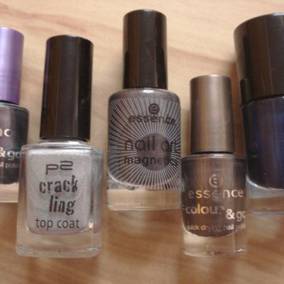 metal glam on your nails!
