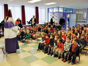 """Saint Nicolas à l'école maternelle """" La Lorraine """", à Algrange, en 2012"""