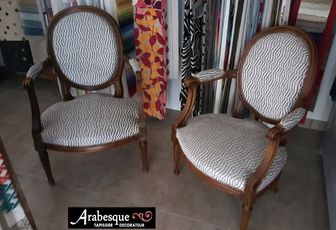 refection fauteuil louis XVI medaillon arabesque tapissier decorateur thiers