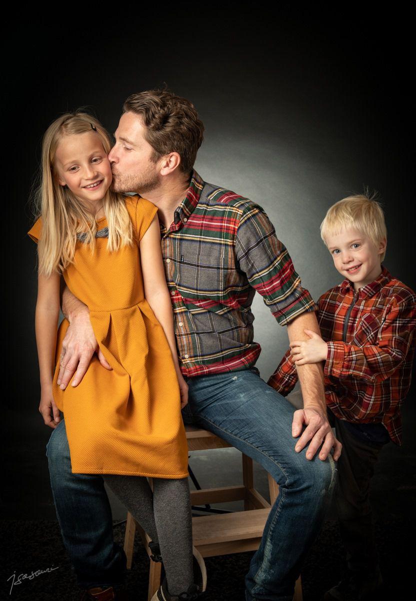 portrait de groupe - famille père enfants - amour - affection - sourire
