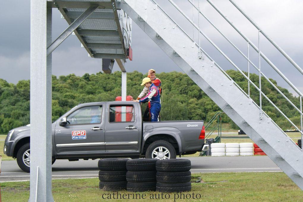 Ce weekend du 14 juillet 2012 à eu lieu la troisième manche du Championnat de France du karting. Discipline ou les petits bolides montent jusqu'à 90km/h. Et tout cela sur le circuit d'Ostricourt