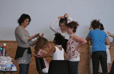 Nat...notre génialissime coiffeuse en plein tif...euh..taf