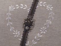 Des bracelets avec des boutons