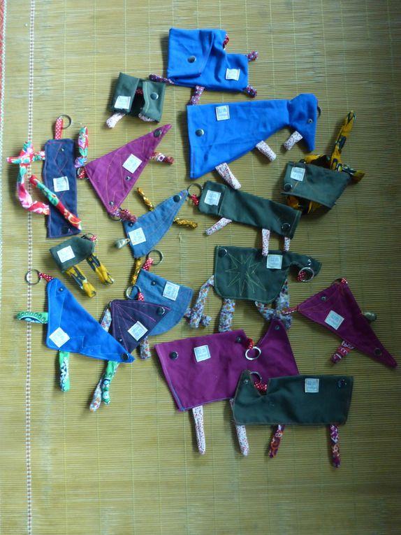 Porte clés animalo-sonné (bout de tissus, fils colorés, grelots)