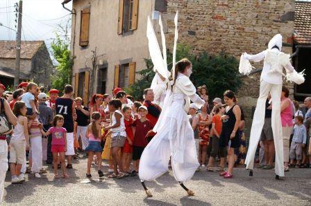 1ère fête déambulatoire - animation de rues dans le bourg d'Artonne - 7 juillet 2007