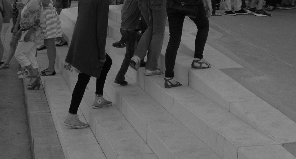 """L'occasion était trop belle de ne pas zoomer sur un test passerelle, puis découvrir la sécurité et les enfants qui occupent gentiment le terrain. Avant de rentrer et de terminer cet article.... A la boutique """" Valere Tatoo """" rue Alsace Lorraine, un expo bien sympa et srtout dans un lieu très frais.... C'est à voir, les photos sont orientées vers la musique."""