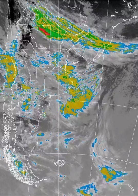 Se observa en observa en las imágenes satélital el área de tormentas que esta afectando Sta. Fe; el Litoral Argentino; provincia de Bs As.