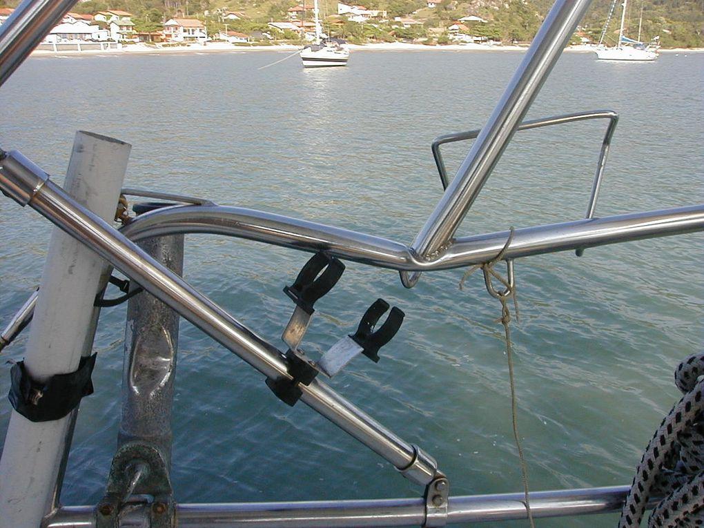 Balcon arrière tribord et portique dont les tubes ont été touchés (écrasés / déformés)