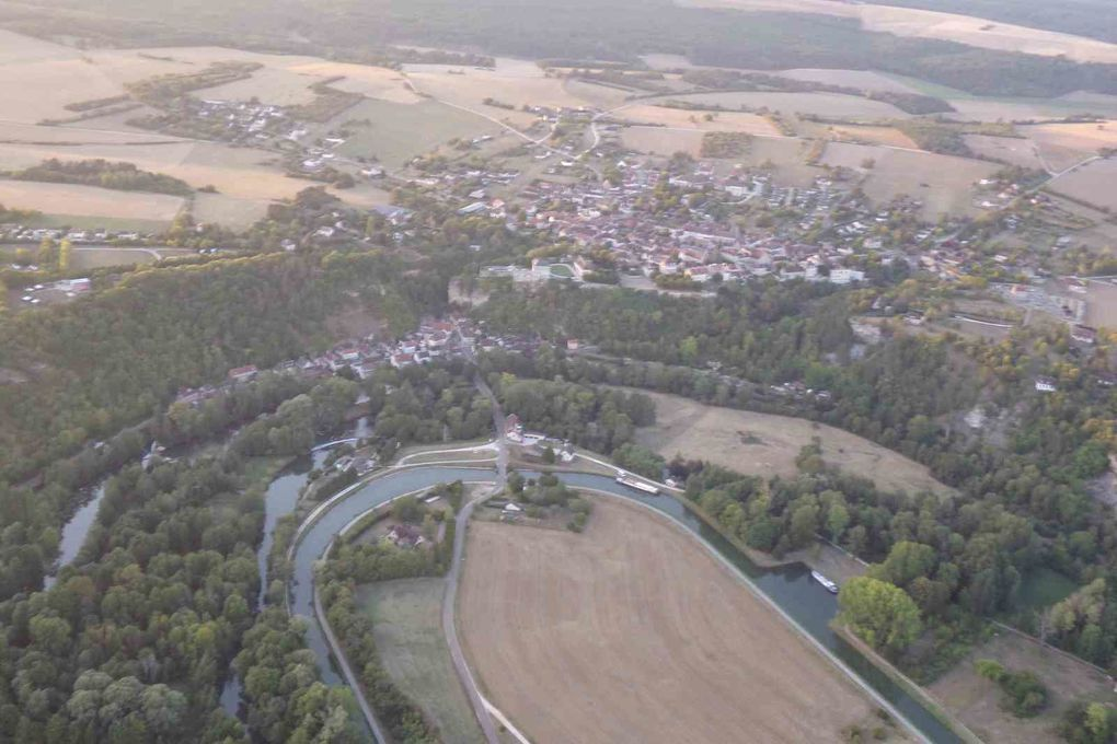 Mailly-le-Château : on pourrait se poser dans le terrain du château pour goûter à la pisicne et profiter de la vue