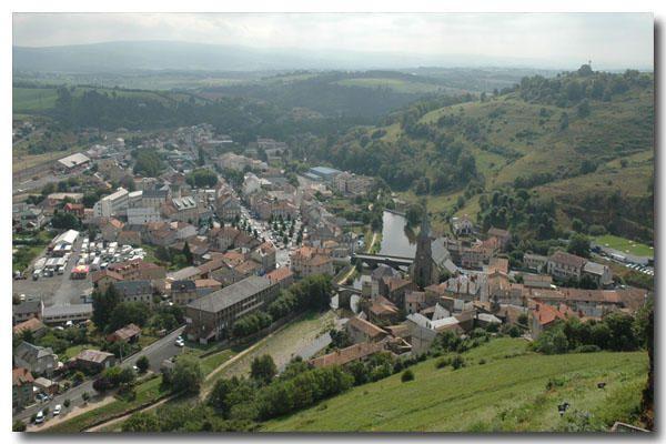 """<p><strong>Saint Flour, sous préfecture du Cantal<br />Juillet 2006<br /></strong><a href=""""http://www.maitrepo.com/article-3454945.html"""" target=""""_blank""""><em><strong>-> Lire l'article associé</strong></em></a></p> <p> </p>"""