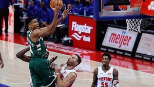 Giannis Antetokounmpo mène les Bucks à Detroit avec un triple-double (22 points, 10 rebonds et 10 passes décisives)