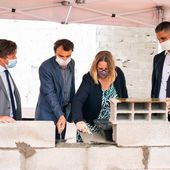 Grégory Doucet, maire de Lyon, pose la première pierre de la mosquée de Gerland après avoir refusé de participer à une cérémonie catholique au nom de la laïcité - Fdesouche